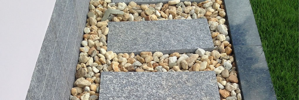 Example of aggregates used on a garden path